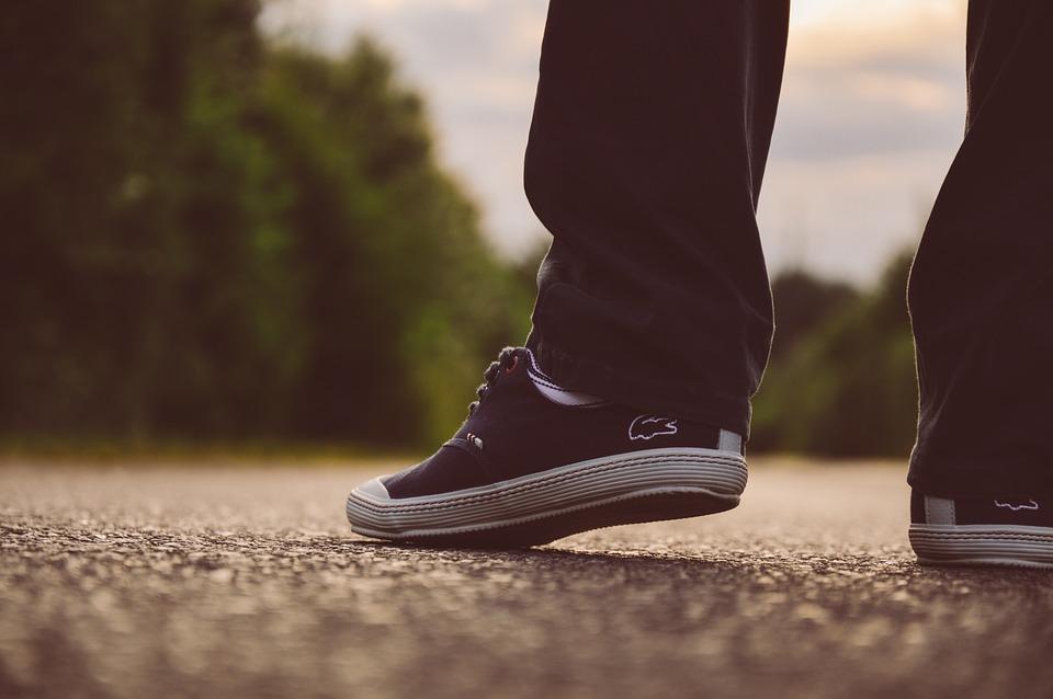 מה יפו פעמיך בנעלים בת נדיב